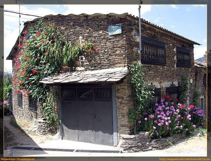 Pueblos negros de guadalajara majaelrayo - Casas de pueblo en guadalajara ...
